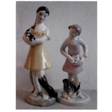 Девочка с кошкой и собакой. Девочка, кормящая птенцов, ЛФЗ, 1930-40-е